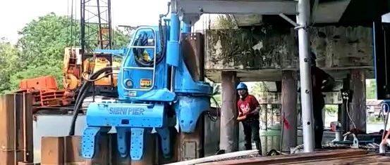钢板桩静压技术在桥底深基坑围堰中的应用